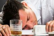 Alkohol na pracoviště nepatří, ale zákonem povolené výjimky zde jsou