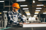 Cizinci pracující v Česku si nemusí přechodně dělat starost s propadlým vízem či povolením k pobytu