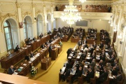 Daňový balíček 2019 se znovu vrací k projednávání sněmovně