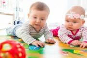 Dětské skupiny se změní na jesle, aby rodiče mohli i po roce 2022 využívat péči o nejmenší děti