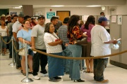 Dlouhodobě nezaměstnaným se sníží dávky