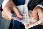 Doplatek do minimální mzdy si i v roce 2021 musí u zaměstnanců pohlídat každý zaměstnavatel