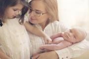Doplatek rodičovského příspěvku se do začátku července schválit nestihne a dostanou jej nejspíš až rodiny, kterým se druhý potomek narodí v posledních červencových dnech či začátkem srpna