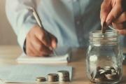 Finanční rezervu na nutné výdaje by si měl jedinec vytvářet alespoň na tři až šest měsíců