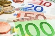 I tuzemské banky budou muset letos zrušit poplatky za platby v eurech