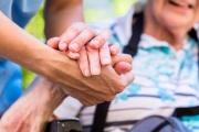 Mimořádné odměny pro pracovníky v sociálních službách za období podzim 2020 až únor 2021 mají také svá pravidla poskytování i vyplácení