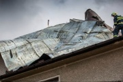 Nahlášení škod po vichřici pojišťovnám a likvidace následků musí také probíhat systematicky a vždy je dobré myslet na budoucnost