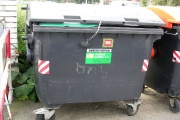 Pěstounům nemohou být vyměřovány nedoplatky svěřenců za komunální odpad