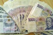 Poškozené bankovky banky vyměnit musí, jinak jim hrozí i milionové pokuty