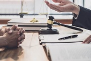 Přestupek nelze vždy jednoduše smést ze stolu, protože za určitých podmínek se může projednávat bez přítomnosti obviněného