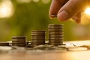 Příspěvek na živobytí se velké části osob bude opět vyplácet v peněžní formě