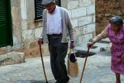 Příspěvek na živobytí vyplácený v poukázkách si opět žádá změnu pravidel