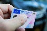 Propadlý řidičák v nouzovém stavu není překážkou, jezdit se beztrestně může dál, možná až do konce března 2021