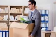 Propouštět ze zaměstnání se nejspíš ještě bude, ale na straně druhé v mnoha profesích zaměstnance stále hledají