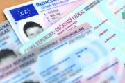 Řidičským průkazům a technickým prohlídkám s platností do června 2021 se platnost prodlužuje o 10 měsíců