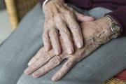 Senioři nad 85 let budou mít možná od ledna 2019 o tisíc korun vyšší důchod