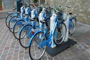 Stojany na kola i kola samotná využívaná pro provozování bikesharingu mohou podléhat místnímu poplatku za užívání veřejného prostranství