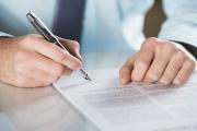 U výpovědi z pracovního poměru jsou vlastnoruční podpisy obou stran nutností a nelze je mechanicky nahradit