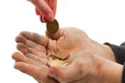 Úřady práce by měly bedlivěji hlídat zneužívání dávek a ministerstvo práce by zase mělo efektivněji bojovat s chudobou