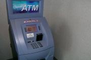 Zadržení platební karty bankomatem je třeba také neprodleně hlásit