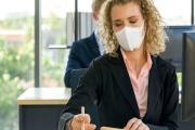 Zaměstnavatel jen z důvodu předcházení nákaze virem nařídit povinnou roušku na pracovišti zaměstnancům nemůže